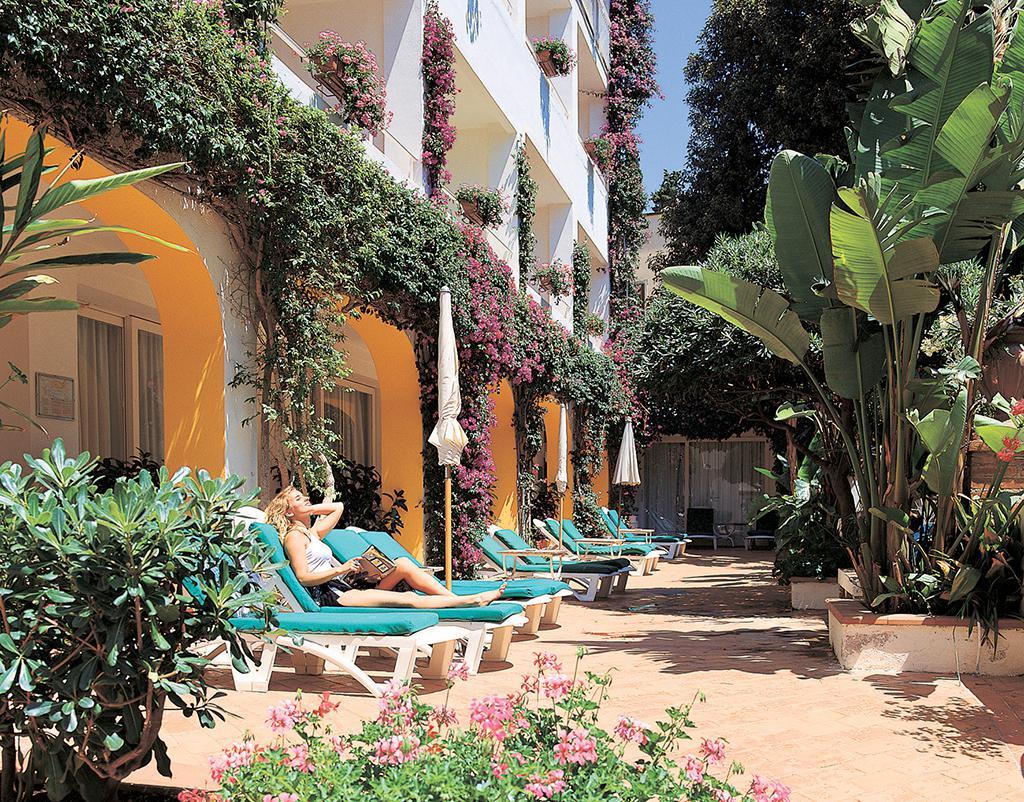 Op De mooiste reisbestemmingen naar Italie op italievakantietips.nl is alles over zomervakantie te vinden: waaronder opmaat en specifiek Hotel Ariston (Hotel-Ariston98546)