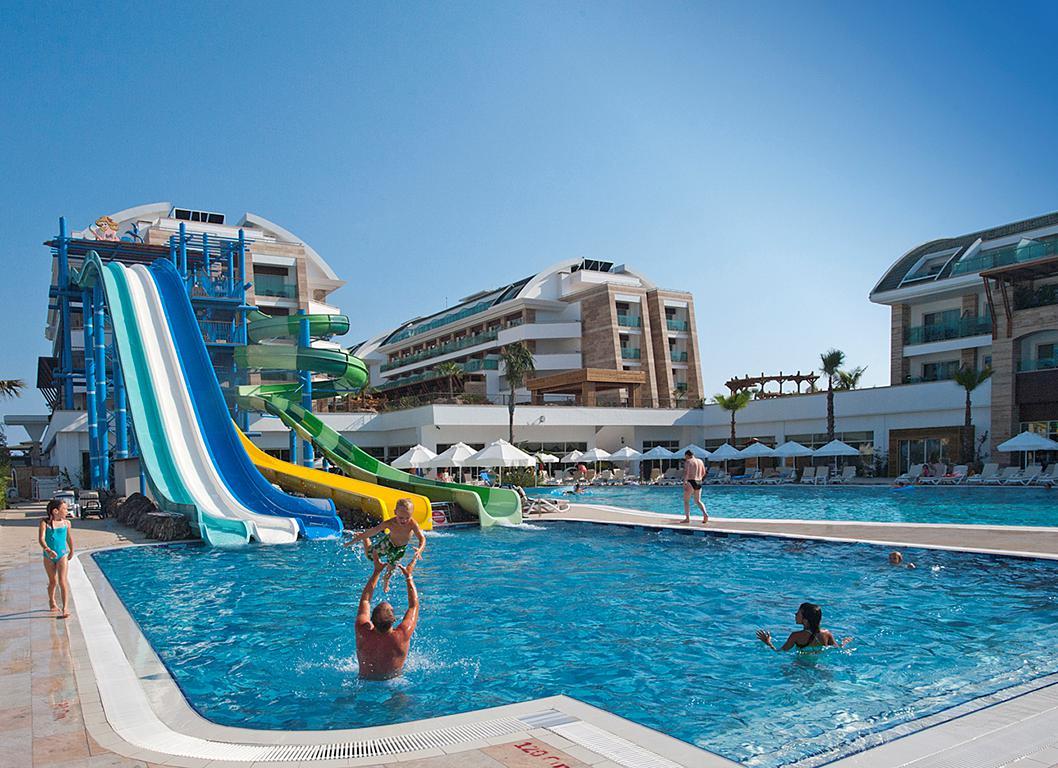 hotel-crystal-waterworld-resort-spa