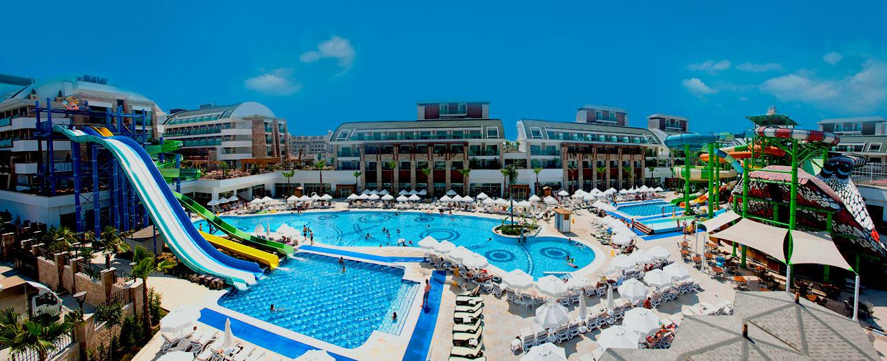 Hotel Crystal Waterworld Resort & Spa