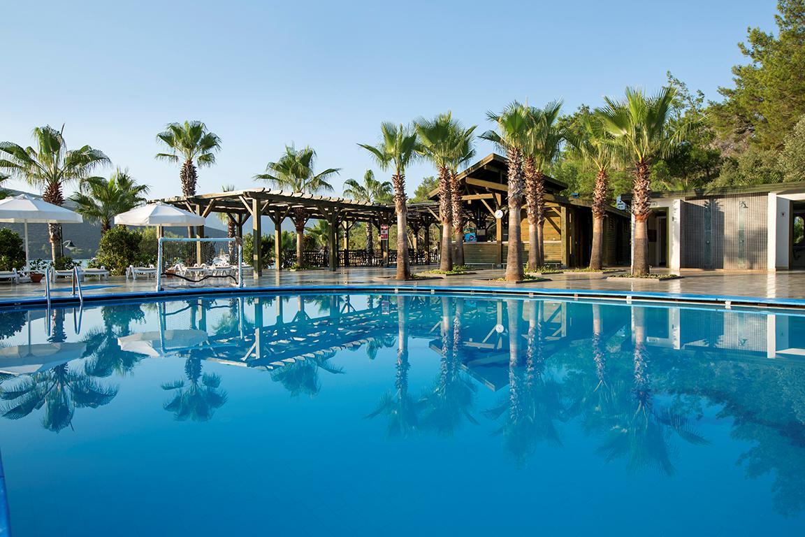 Hotel Crystal Green Bay Resort & Spa