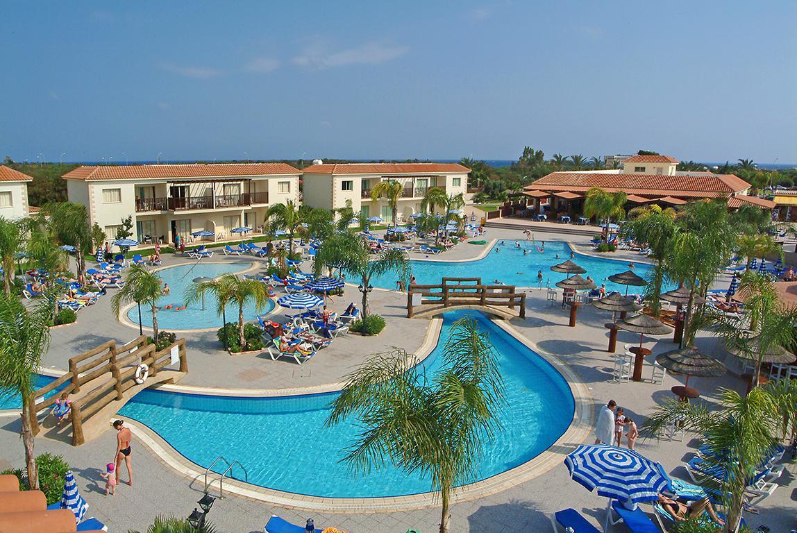 Meer info over Tsokkos Paradise Village Aparthotel  bij Sunweb zomer
