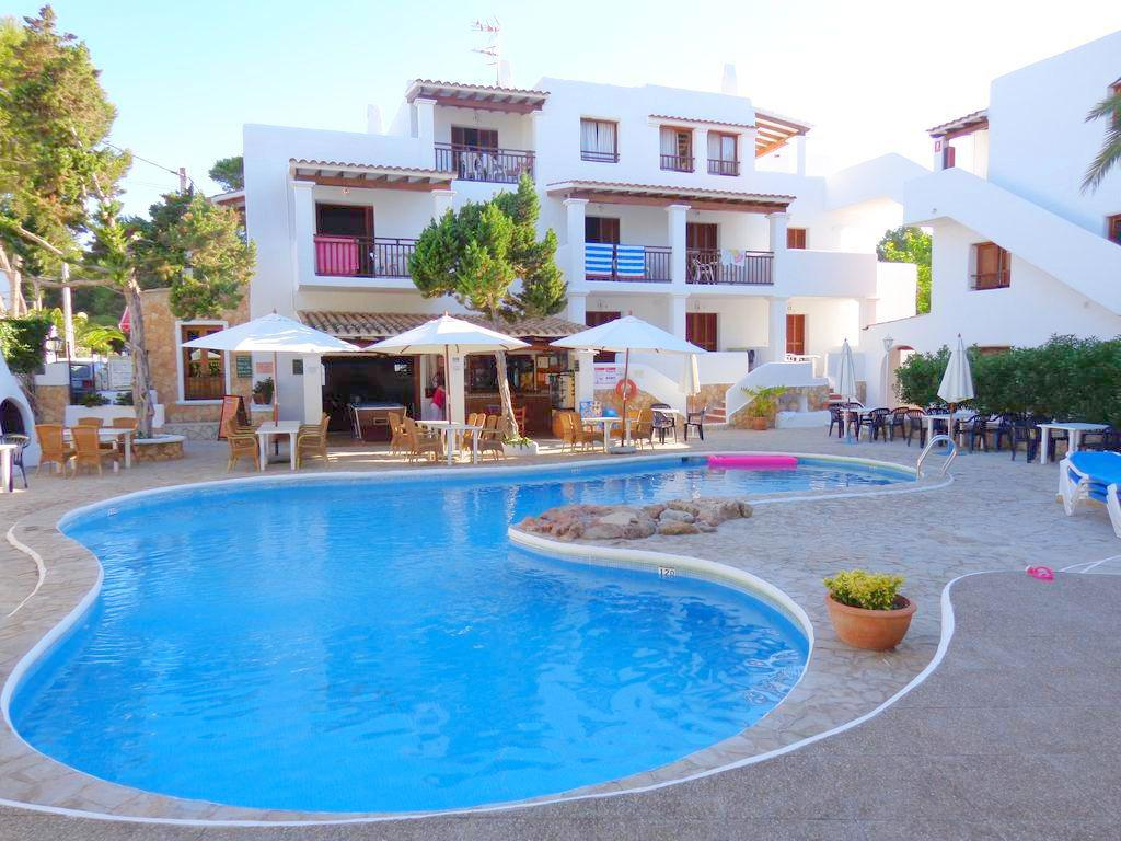 Vakantie Appartementen Los Pinares de Benet in Santa Eulalia (Ibiza, Spanje)