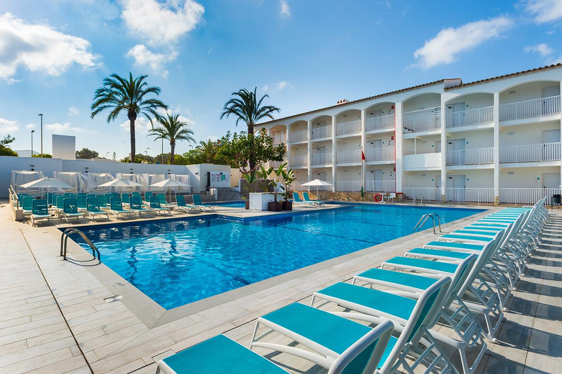 Meer info over Hotel Playasol Cala Tarida  bij Sunweb zomer