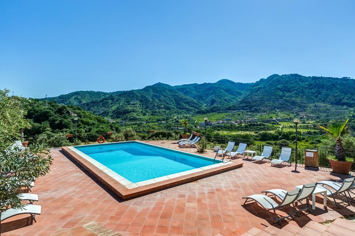 Fly-Drive Agriturismo Il Poggio Resort - inclusief huurauto in Graniti (Sicilië, Italië)