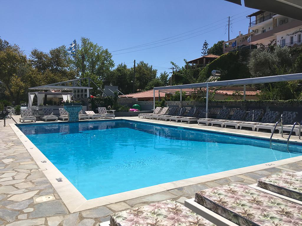 Roulla Cabana Studios & Apartments